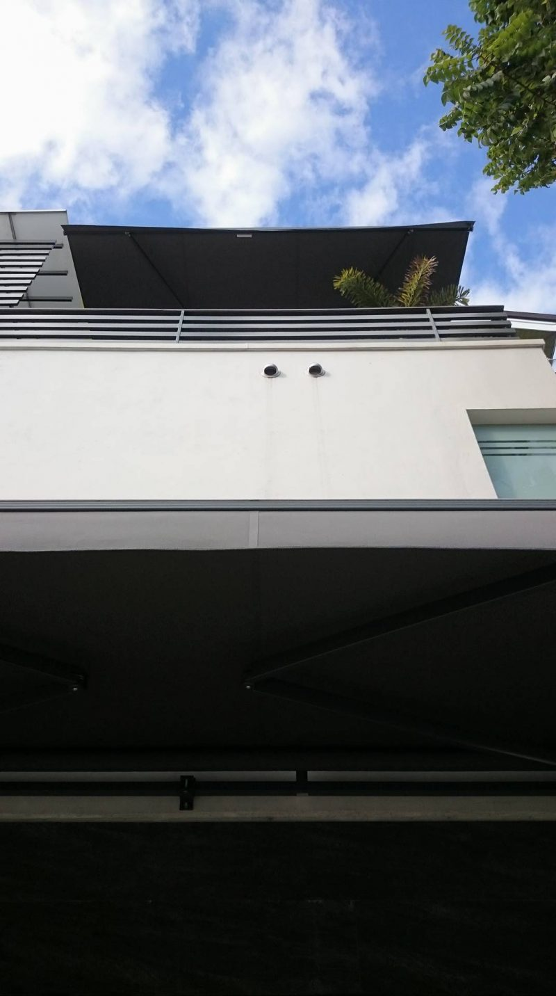 modern-retractable-awning-01