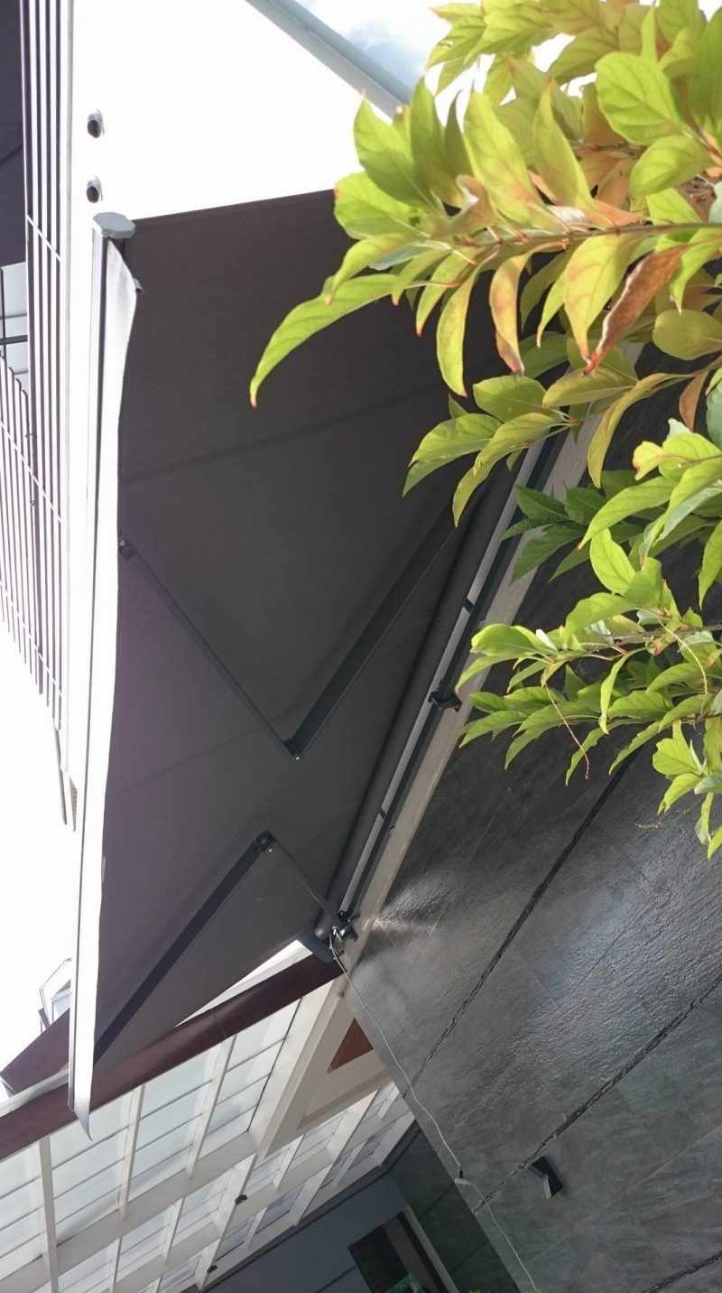 modern-retractable-awning-04