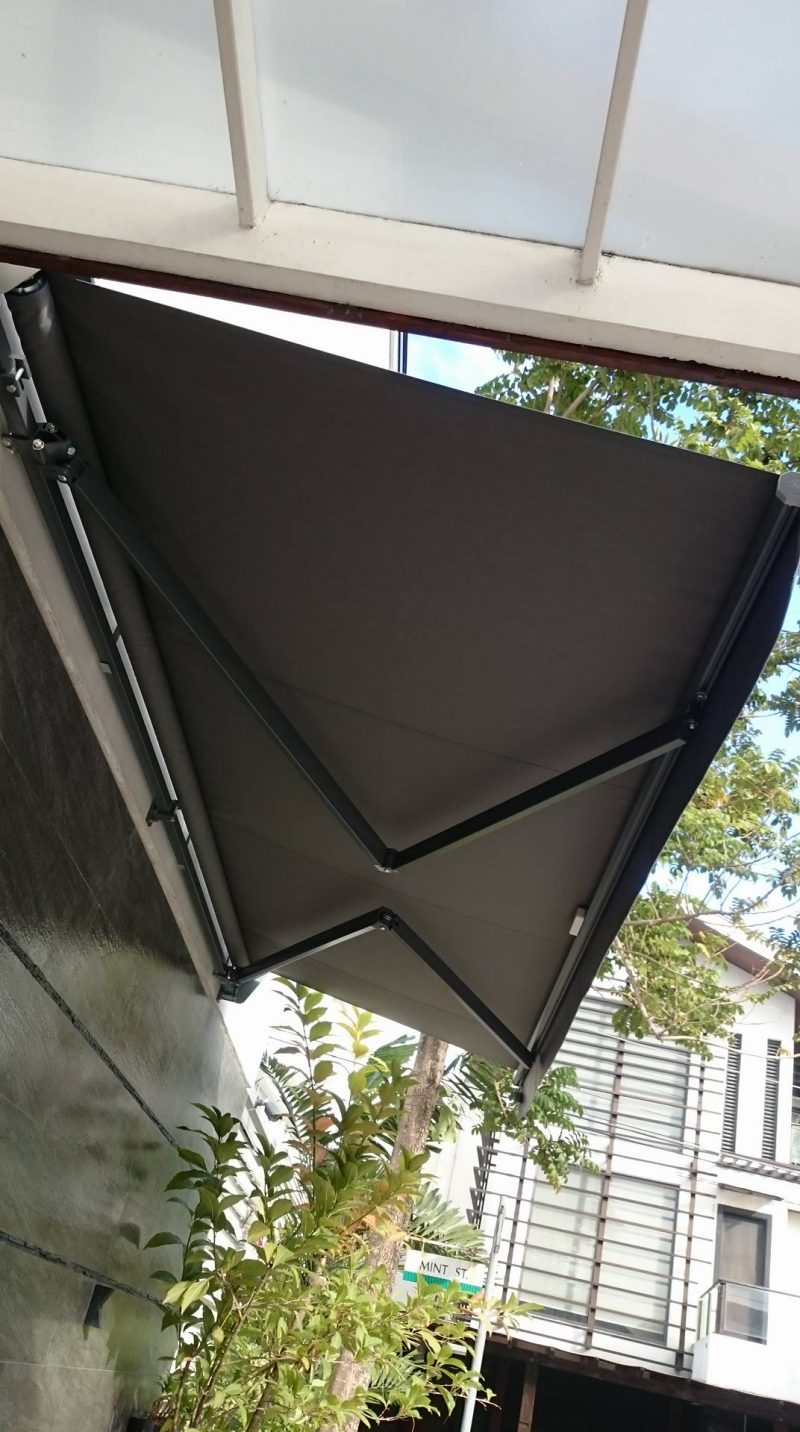 modern-retractable-awning-05