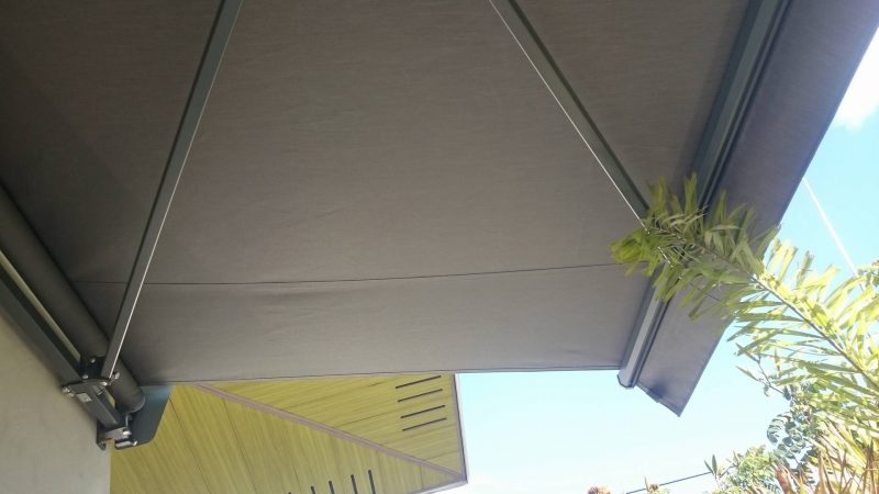 modern-retractable-awning-07