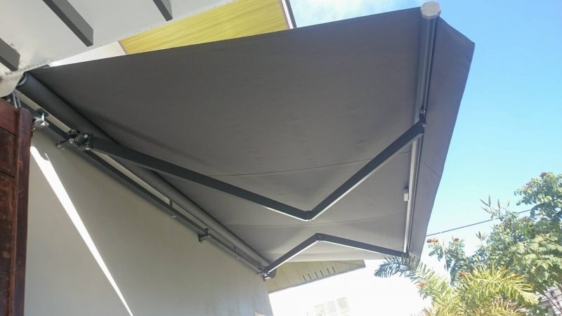 modern-retractable-awning-08