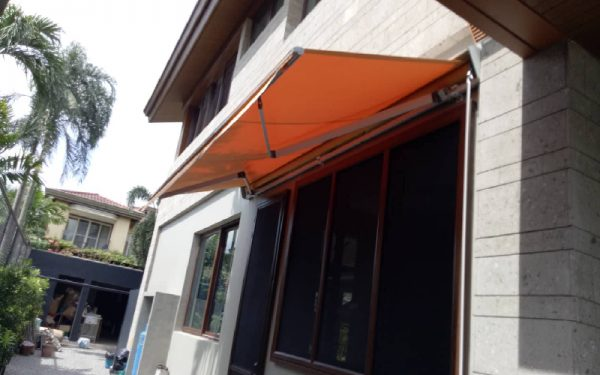 retractable-awnings-t