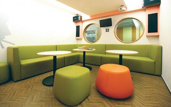 Luxdezine Green Sofa White Table Round