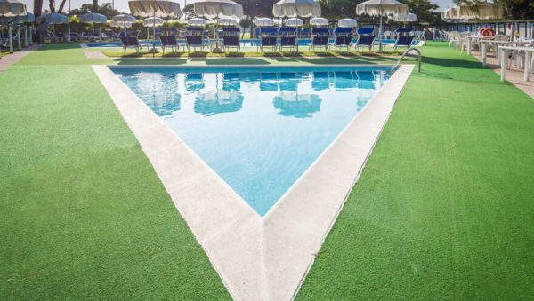 Luxdezine Artificial Grass Turf Putting Green Pool Side